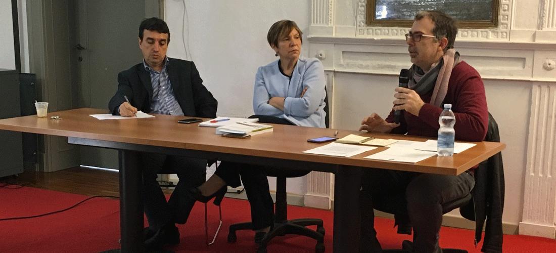 Nella foto ci sono Giovanni Merlo, Gianfranca Duca e Ciro Tarantino seduti a una scrivania
