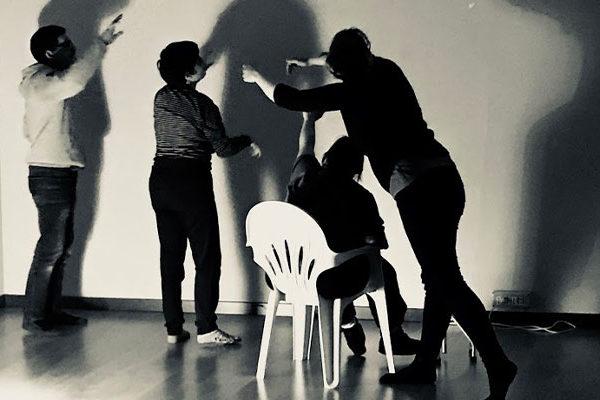 Nella foto ci sono alcune persone del progetto L-inc che hanno partecipato al corso di danzaterapia